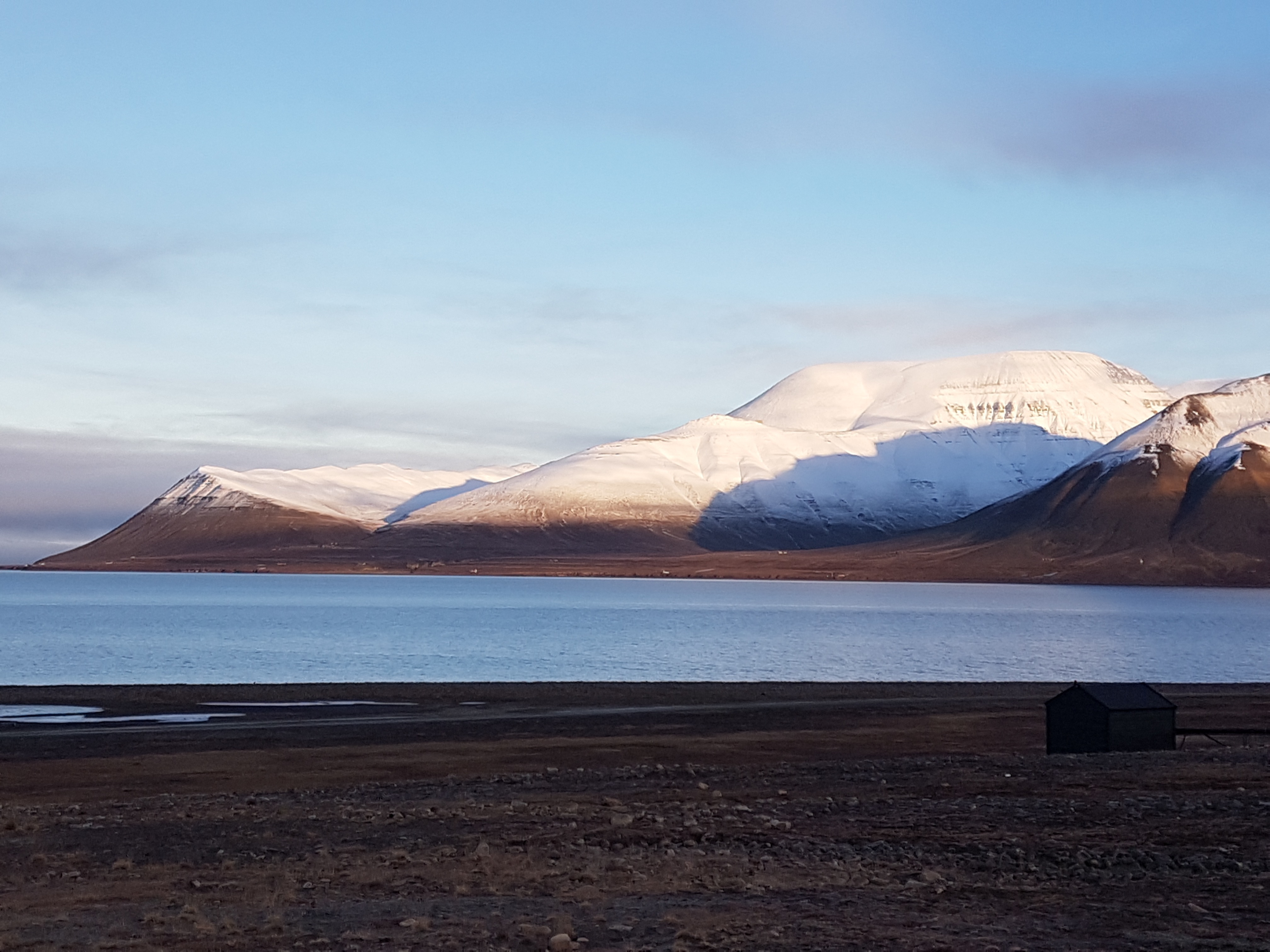 View from Longyearbyen Autum to Revneset